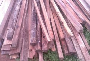 Bahan bangunan yang disalurkan gunakan jenis dan ukuran kayu tak layak pakai./ doc. PKP