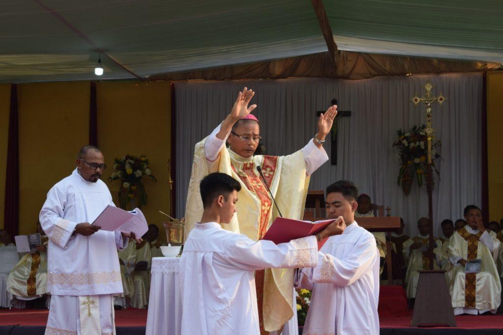 Monsinyur Samuel Pimpin Misa Pemberkatan Wisma Keuskupan Sintang