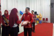 Bupati Sanggau Mengukuhkan Forum Anak Daerah Kabupaten Sanggau di Acara Hari Anak Nasional