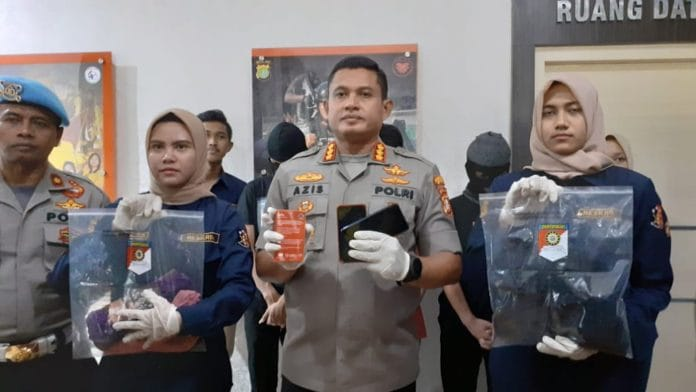Polisi Bekuk Pelaku Penyedia Prostitusi Online di Depok