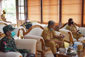 Persiapan Pelaksanaan New Normal, Bupati Sintang Dan Sekda Ikuti Vicon Dengan Gubernur Kalbar