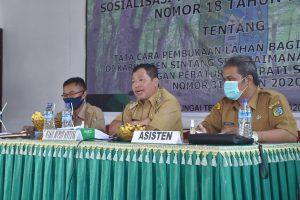 Sosialisasikan Perbup Nomor 18 Tahun 2020 Di Kecamatan Sungai Tebelian, Wakil Bupati Sintang Minta Kades Bantu Para Petani Urus Perizinan