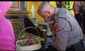 Kapolsek Polsek Pontianak Timur Pimpin Ziarah Ke Makam Kesultanan Pontianak