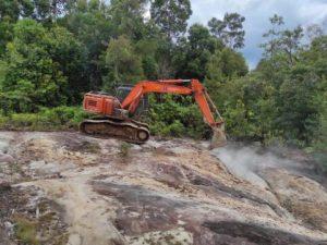 Memperingan Pekerjaan, Alat Berat Escavator TMMD Sudah Mulai Beroperasi