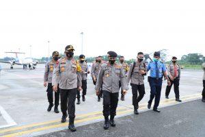Kapolda Sumut Sambut Kedatangan Kabaharkam Polri di Bandara Kualanamu