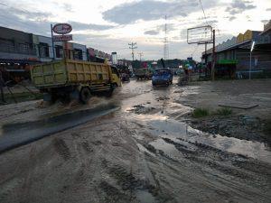 Jalan Kelam Tergenang Diwaktu Hujan Turun
