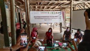 Sekda Sintang Buka Pelatihan Diversifikasi Tenun Ikat
