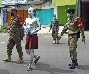 Lienda: Dianggap Meresahkan Puluhan Manusia Silver Diamankan