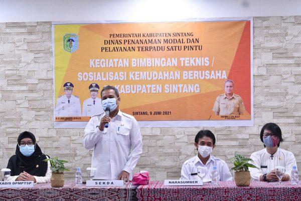 Asisten II Buka Kegiatan Bimtek Kemudahan Berusaha di Kabupaten Sintang